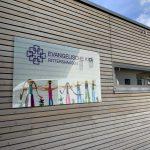 Beschilderung: Plexiglas am Kindergarten Rittershausen